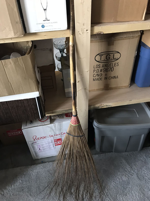 Straw broom Image